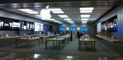 Photo of the Apple Store in the Boise Towne Square mall a few minutes after closing on the third day the store was open.